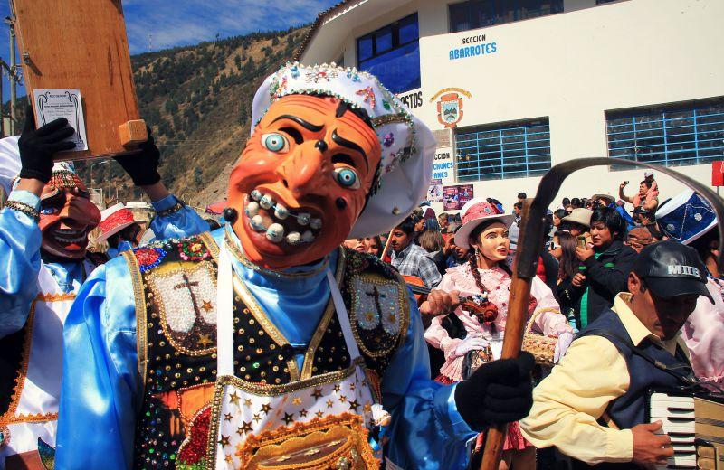 paucartambo_masken_karneval_virgen_de_la_carmen_peru_südamerika_kultur_feste_prozessionen_tänze_feiertage_rundreise_touren_cusco