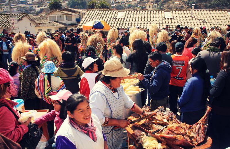 paucartambo_masken_karneval_virgen_de_la_carmen_peru_südamerika_kultur_feste_prozessionen_tänze_feiertage_rundreise_touren_fleisch_essen
