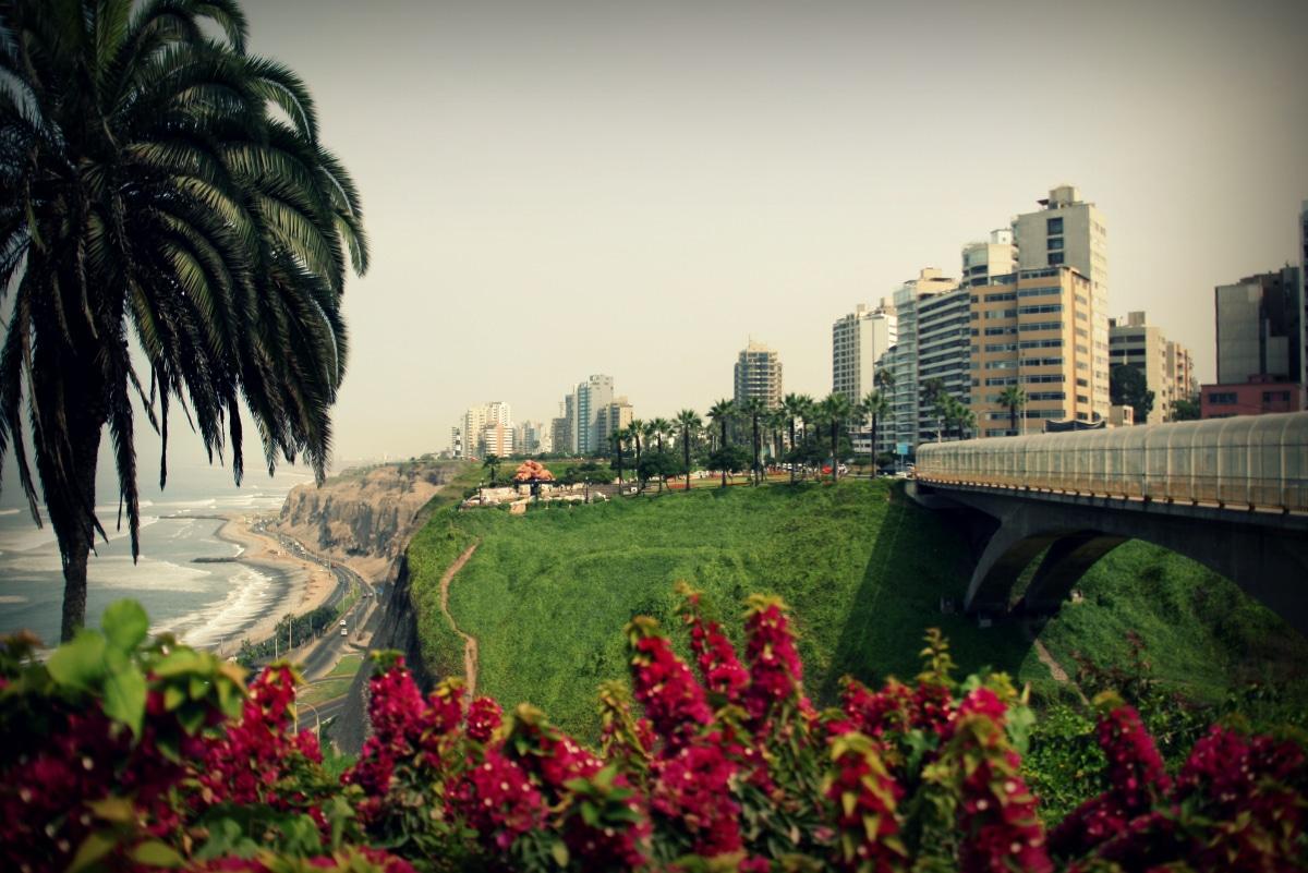 Blick vom Malecon auf die Steilküste