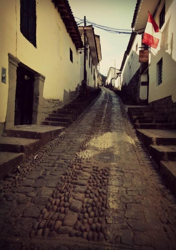 aufstieg_saqsayhuaman_ruinen_straße_von_cusco_inka_peru