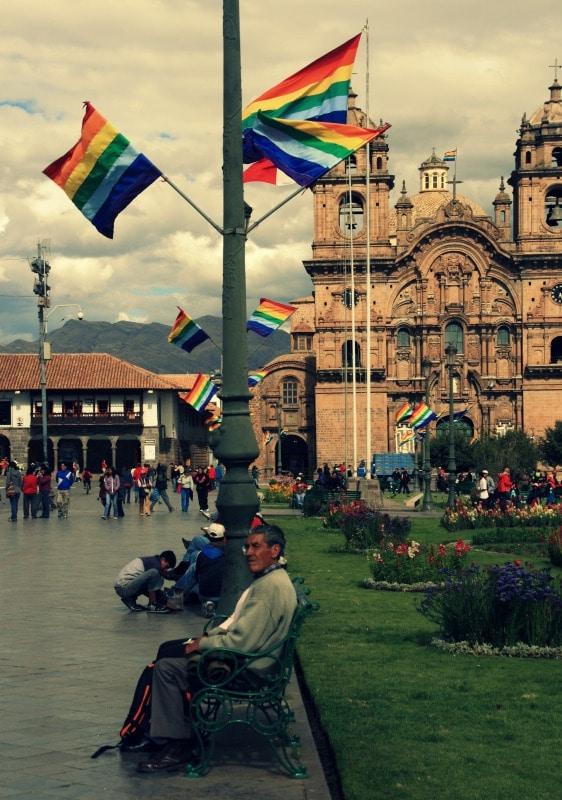 cusco_flagge_hauptplatz