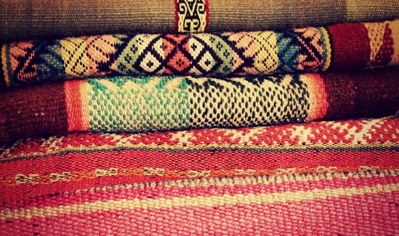 decken_peru_alpaka_wolle_lama_shoppen_in_peru