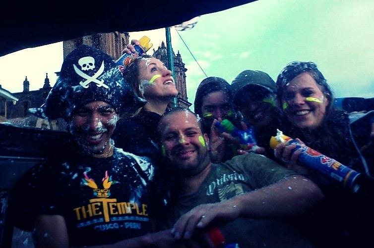 karneval_peru_schaum_spraydosen_cusco