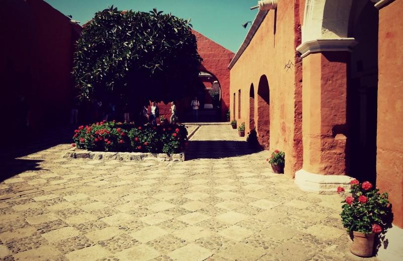 santa_catalina_kloster_in_arequipa_peru_anden_sonne_garantie