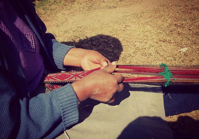 sozialprojekt_kommunaler_tourismus_andenhochland_peru_quechua_indianer_textilien_schafswolle_handwerk_tradition_knüpfen_weben