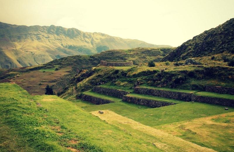 tipon_archäologische_stätte_südliches_heilige_tal_der_inka_terrassen_anlage_kultur_anden_cusco_peru