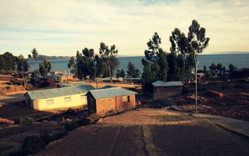 titicaca_see_titikaka_peru_bolivien_insel_taquile_amantani_tour_fest_rundreise_reise_inka_anden_uros_schwimmende_schilf_insel_gemeinde_kommune