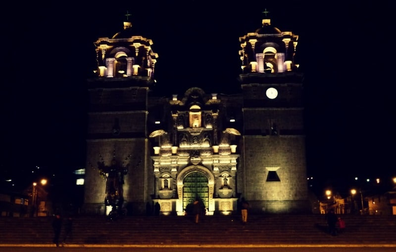titicaca_see_titikaka_peru_bolivien_insel_taquile_amantani_tour_fest_rundreise_reise_inka_anden_uros_schwimmende_schilf_insel_puno_kirche