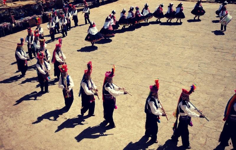 titicaca_see_titikaka_peru_bolivien_insel_taquile_amantani_tour_fest_rundreise_reise_inka_anden_uros_schwimmende_schilf_insel_traditionelle_tänze