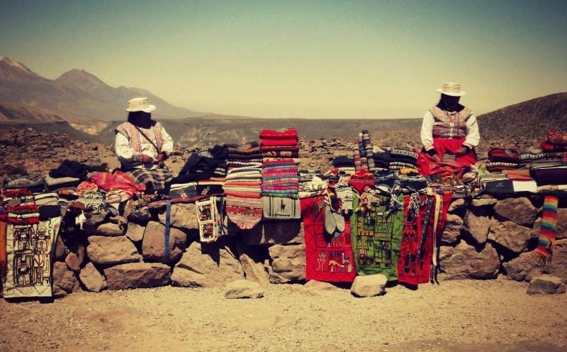 tour_colca_canyon_arequipa_vulkanstadt_hoher_pass_altiplano_peru_tal_chivay_berge_anden