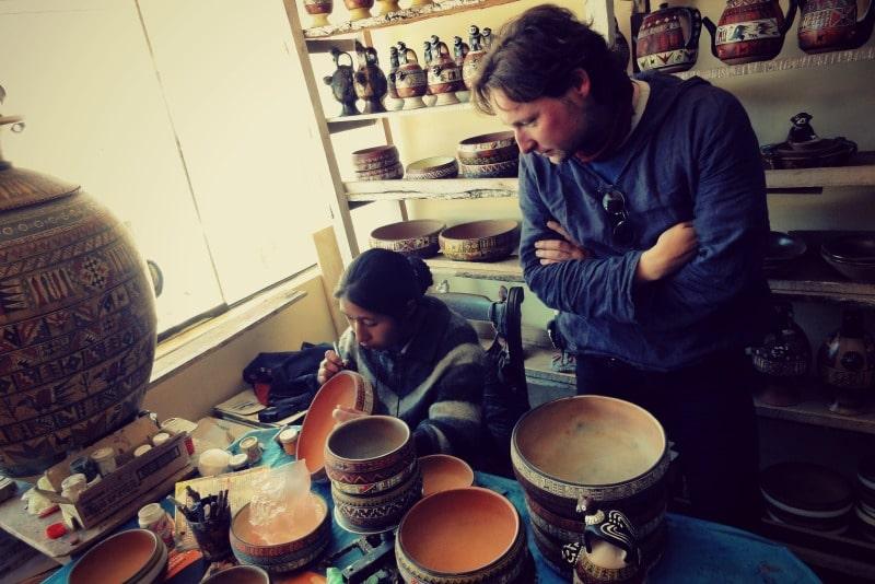 tour_colca_canyon_arequipa_vulkanstadt_hoher_pass_altiplano_peru_tal_chivay_berge_anden_markt_kunsthandwerk_keramik