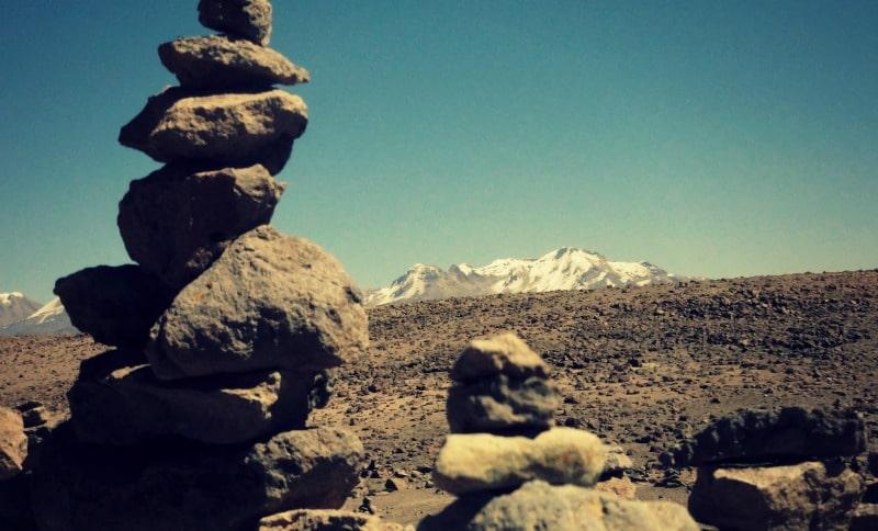 tour_colca_canyon_arequipa_vulkanstadt_hoher_pass_altiplano_peru_tal_chivay_berge_anden_steinturm