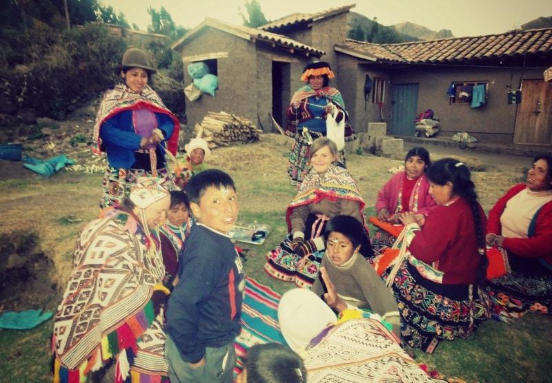 yachaqs_sozialprojekt_kommunaler_tourismus_andenhochland_peru_quechua_indianer_textilien_schafswolle_kinder_tradition