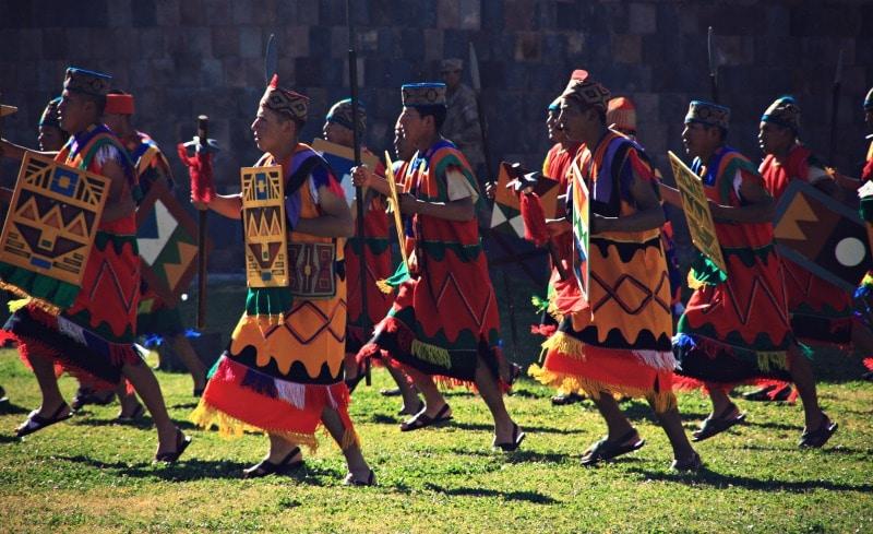 inti_raymi_cusco_sonnenfest_der_inka_korikancha_pachamama_religiöses_fest_zu_ehren_der_sonne_anden_tradition_event_feier_sitzplätze_reservieren_karten_tickets
