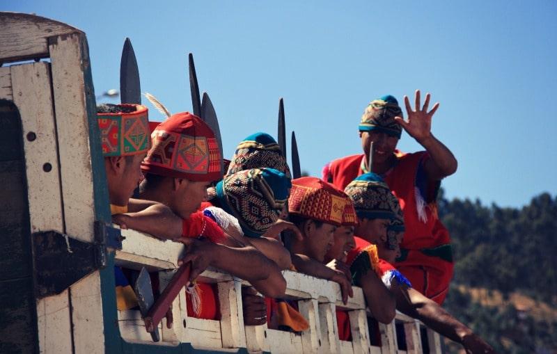 inti_raymi_cusco_sonnenfest_der_inka_korikancha_pachamama_religiöses_fest_zu_ehren_der_sonne_anden_tradition_event_feier_programm_plaza_de_armas_hauptplatz_sacsayhuaman_darsteller