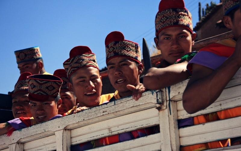 inti_raymi_cusco_sonnenfest_der_inka_korikancha_pachamama_religiöses_fest_zu_ehren_der_sonne_anden_tradition_event_feier_programm_plaza_de_armas_hauptplatz_sacsayhuaman_opfergabe