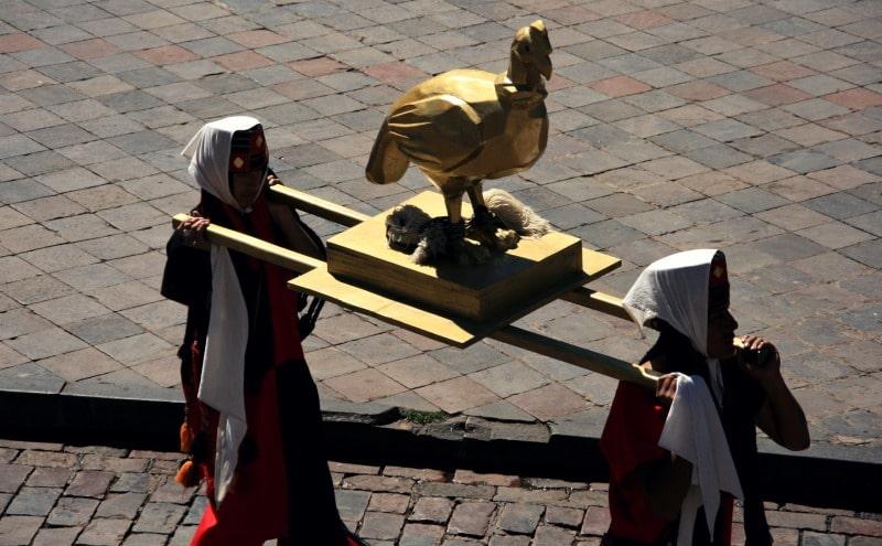 inti_raymi_cusco_sonnenfest_der_inka_korikancha_pachamama_religiöses_fest_zu_ehren_der_sonne_anden_tradition_event_programm_plaza_de_armas_hauptplatz_gold_sitzplätze_reservieren_ka