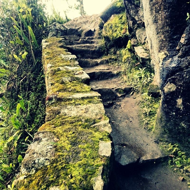 soraypampa_salkantay_trek_wanderung_nach_machu_picchu_alternative_zum_inka_trail_weg_pfad_der_inka_trekking_in_peru_anden_gebirge_abenteuer_weg_stufen