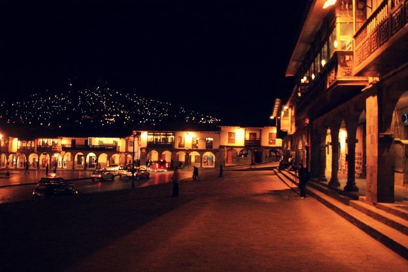 Fotografieren_in_peru_fotografie_kamera_reisen_fotoreisen_tour_cusco_lichter_nacht_anden_hauptplatz