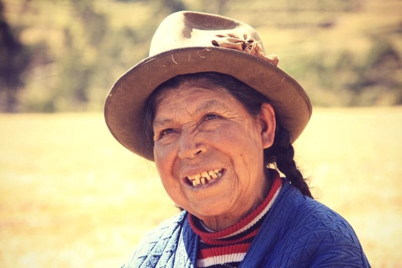 Fotografieren_in_peru_menschen_fotografie_kamera_reisen_fotoreisen_tour_cusco_heiliges_tal_frau