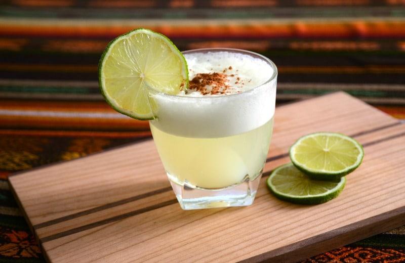 pisco_sour_peruanische_küche_getränke_alkohol_nationalgetränk_limetten_pisco_rundreise_cusco_südamerika