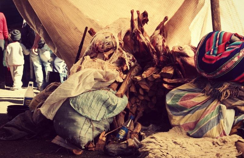 qoyllur_riti_vilcanota_peru_cusco_tinki_ausangate_schneesternfest_festival_glaube_religion_spiritualität_anden_völker_inka_kommunen_fleisch