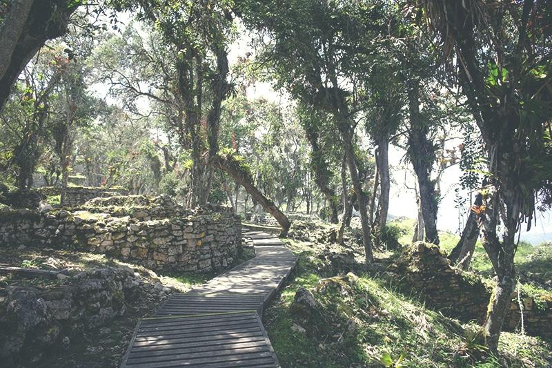 kuelap_chachapoyas_norden_peru_tour_festung_spirituelles_zentrum_tourismus_nordperu
