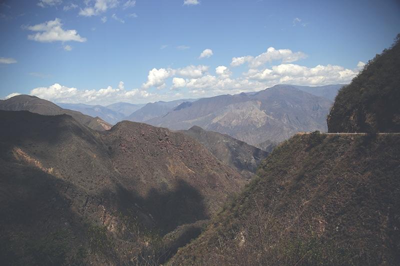 landschaft_peru_reisen_norden_berge_tal_fahrt_cajamarca_200