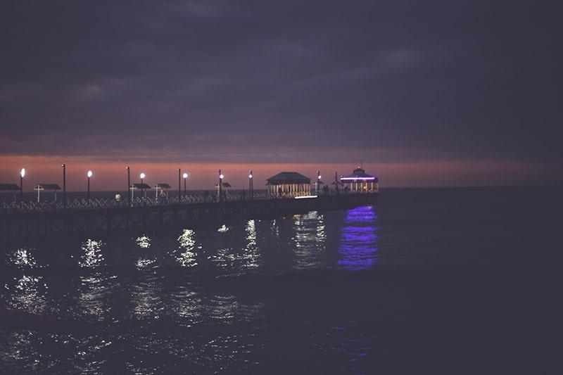 pier_nacht_lichter_peru_reisen_huanchaco_strand_meer_200