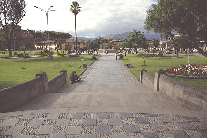 plaza_de_armas_zentrum_cajamarca_natur_geschichte_kultur_norden_peru_formation_reisen_tour_200