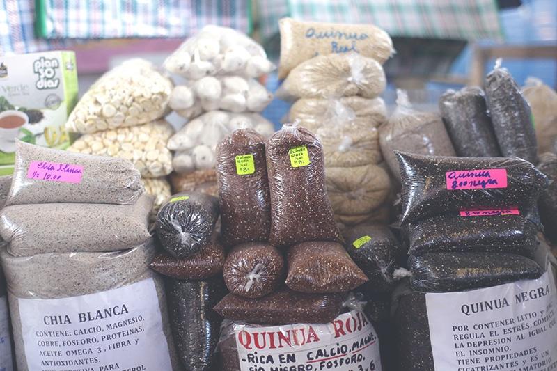 quinoa_inka_korn_anden_hirse_cusco_markt_peru_lebensmittel_nahrung_essen_kochen_peruanisch