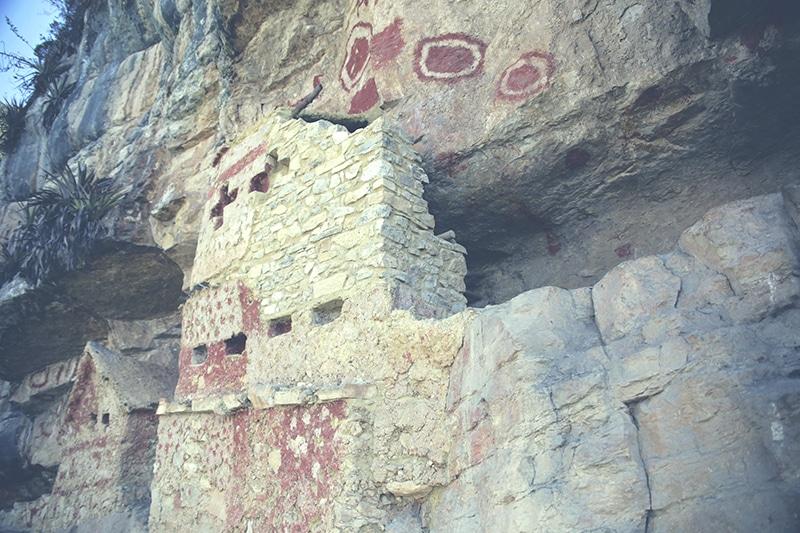 revash_peru_gräber_chullpas_norden_reisen_wanderung_trekking_leymebamba_chachapoyas_natur_kultur_steine_200