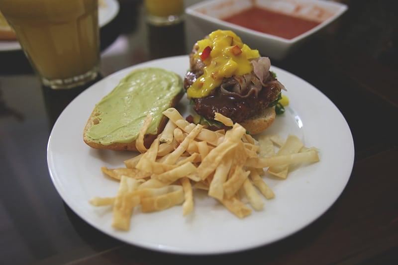 vegetarisches_restaurants_san_blas_cusco_prasada_vegan_essen_reisen_menu_sandwich_pura_vida