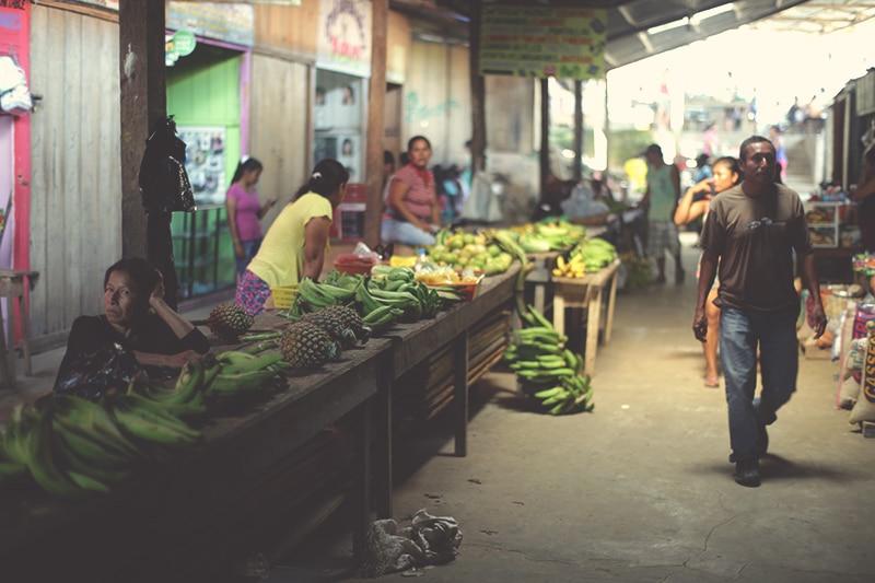amazonas_iquitos_markt_dorf_peru_rundreisen_obst_bananen_200