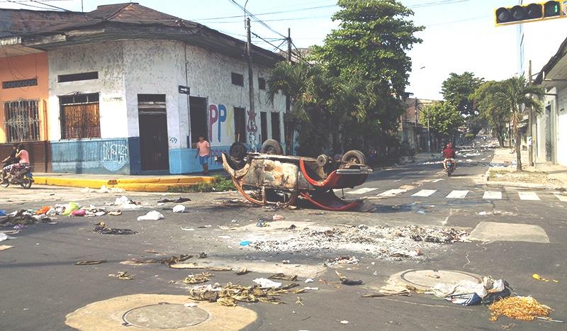 iquitos_streik_streiks_peru_reisen_südamerika_auto_200