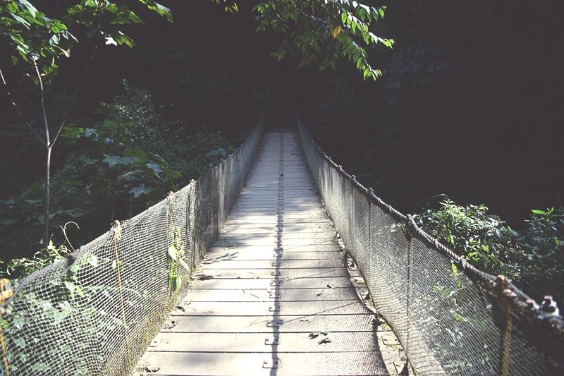 wanderung_trekking_zum_wasserfall_gocta_peru_norden_tour_chachapoyas_reisen_brücke