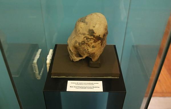 archäologisches_museum_lima_peru_kulturen_paracas_nasca_küste_schädelformation