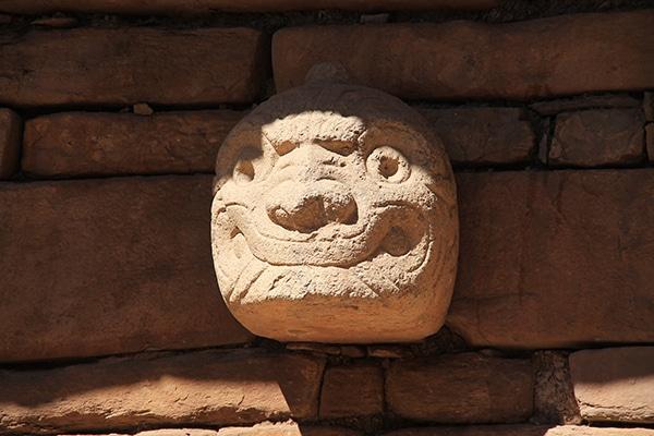 chavin_de_huantar_stein_kopf_peru_archäologische_ausgrabung