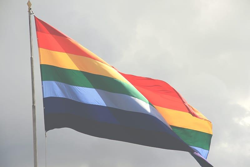 regenbogenfahne_flagge_cusco_peru_anden_bunte_farben_fahne