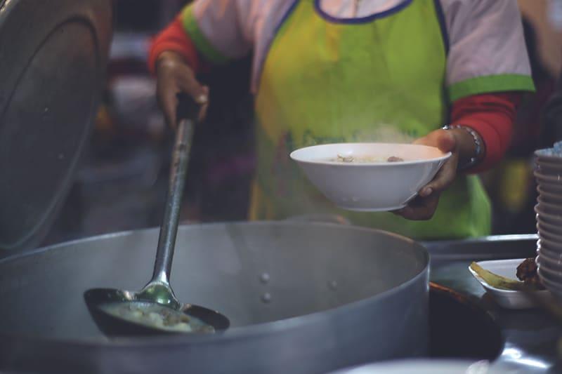 straßen_stände_peru_suppen_küche_lima_markt_streetfood_kulinarik_speisen_rundreise_tour