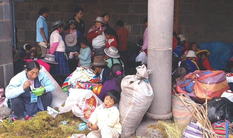 wie feiert_man_weihnachten_in_peru_cusco_anden_südamerika_traditionen_feste_heiligabend_Santurantikuy_markt_plaza