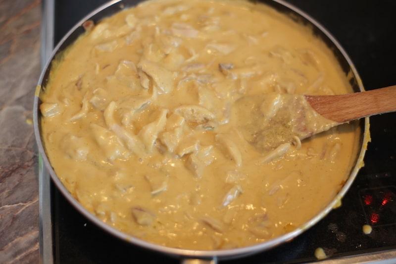 aji_de_gallina_hühnerfrikassee_peru_kochen_peruanische_küche_aji_speisen_reis_hühnchen_essen_südamerika_scharfe_soße