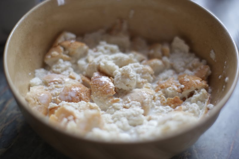 aji_de_gallina_hühnerfrikassee_peru_kochen_peruanische_küche_aji_speisen_reis_hühnchen_essen_südamerika_weißbrot