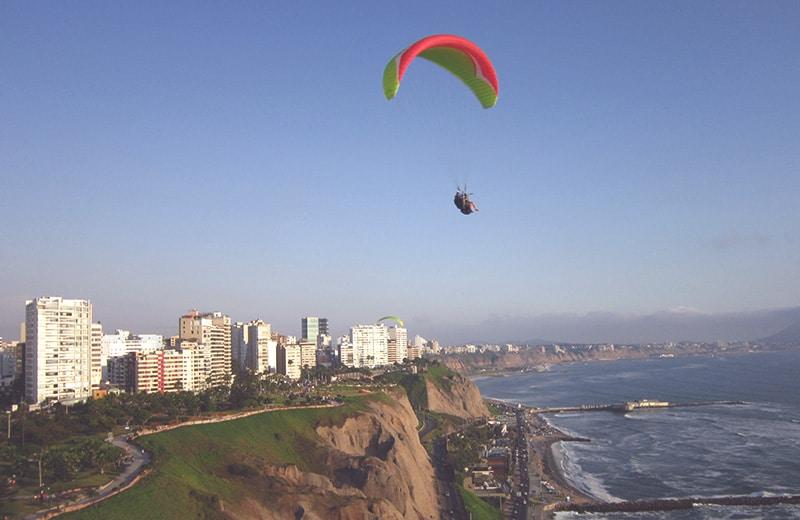 paragliding_in_lima_peru_sport_fliegen_südamerika_outdoor_aktiv_urlaub