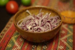 salsa_criolla_aus_peru_peruanisch_kochen_ziebelsalat_südamerika_lecker_cebolla