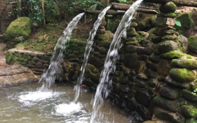 wasserfall_schwefelba%cc%88der_moyobamba_thermalquellen_peru_baden