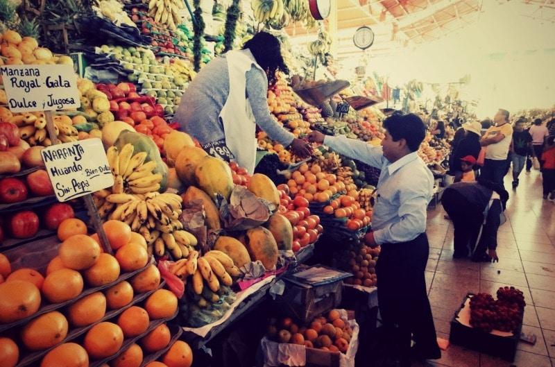 Ein exotischer Marktbesuch darf in Peru nicht fehlen