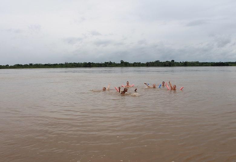 Baden im Amazonas