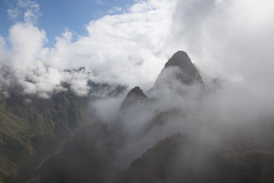 Machu Picchu mit Wolken